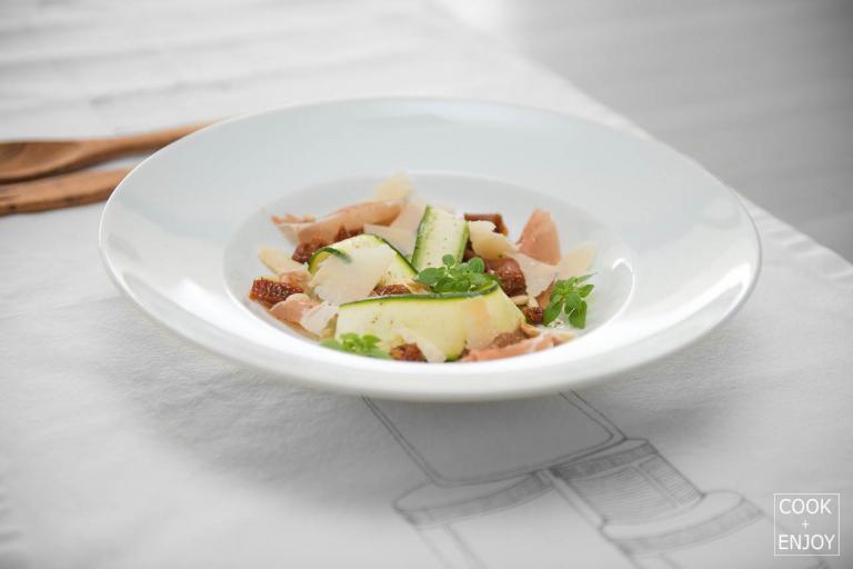 COOK and ENJOY Rezept Zucchini Carpaccio mit luftgetrockneten Schinken