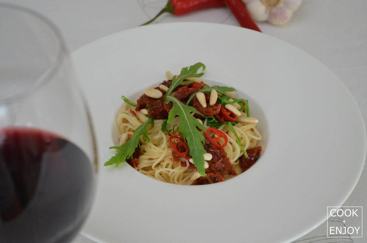 Capellini mit Rucola und getrockneten Tomaten