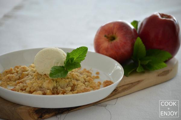 COOK and ENJOY Rezept Apple-Crumble mit Vanilleeis