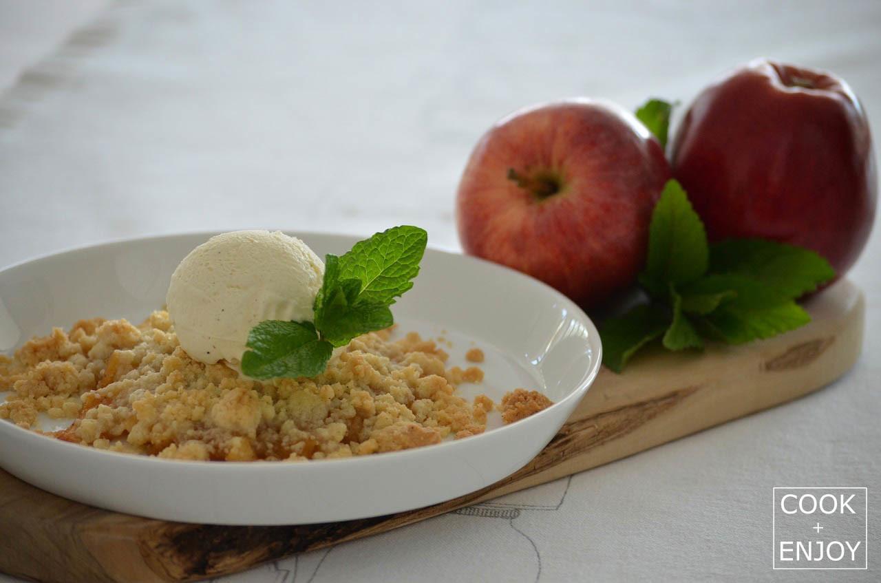 COOK and ENJOY Rezept Apple-Crumble mit Vanilleeis