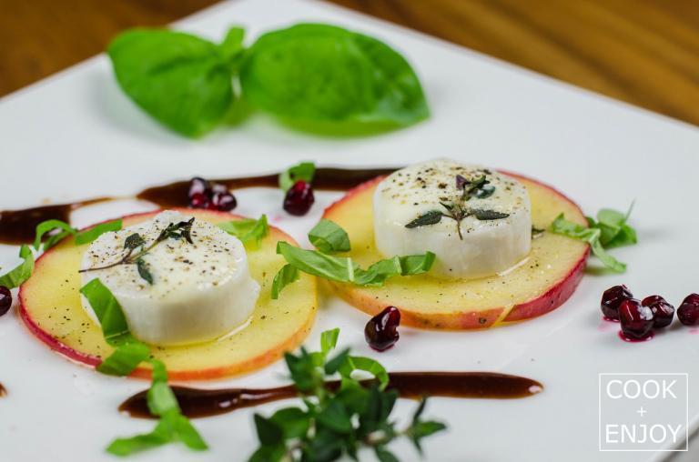 COOK+ENJOY Rezept Heißer Ziegenkäse auf Apfelscheibe